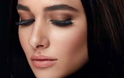 The soap in your washroom will help you get thick brows; here's how