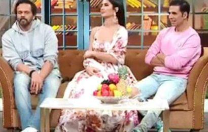 The Kapil Sharma Show Promo Video: Akshay Kumar ने मारी Kapil Sharma के पेट पर लात तो कॉमेडियन ने घर बुलाकर मारा ताना