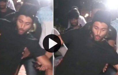 गिरते गिरते बचे 'अर्जुन रेड्डी' के हीरो Vijay Devarakond, वायरल हुआ ये वीडियो