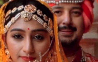 Mohena Kumari Singh Wedding Album: शादी के 6 महीने पूरे होते ही 'ये रिश्ता क्या कहलाता है' अदाकारा मोहिना कुमार ने फैंस के साथ शेयर की अनदेखी Photos