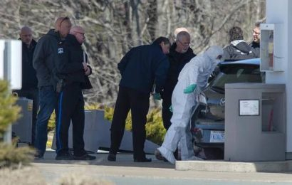 At least 10 killed in shooting rampage in Canada: police