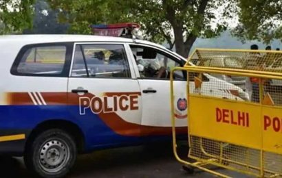 Cop delivers medicine to ailing senior citizen amid lockdown in Delhi