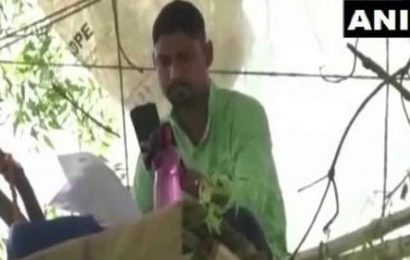 West Bengal teacher conducts online classes on a tree to beat network glitches