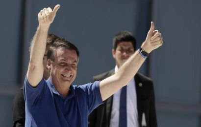 Bolsonaro headlines anti-democratic rally, amid alarm over handling of virus