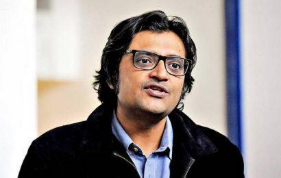 Palghar lynching | Transfer of probe to CBI not a matter of routine: Supreme Court tells Arnab Goswami