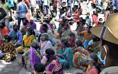 Unauthorised vending at Kalasipalya market cleared, ruckus ensues
