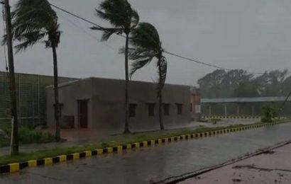 Amphan: Heavy rain, winds hit Bengal, Odisha
