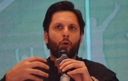 Afridi buys Mushfiqur's bat for $20,000 to raise funds for COVID-19 relief work