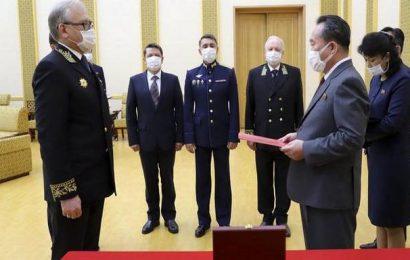 Putin awards commemorative World War II medal to Kim Jong Un