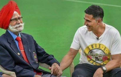 Akshay Kumar condoles hockey legend Balbir Singh's death, shares pic with 'amazing personality'. See here