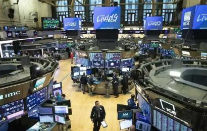 Wall Street climbs as investors hold out for recovery; Nasdaq at 3-month high