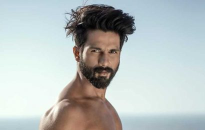 Shahid Kapoor drops his shirt for a flaming hot picture, fans ask for more photos. See here