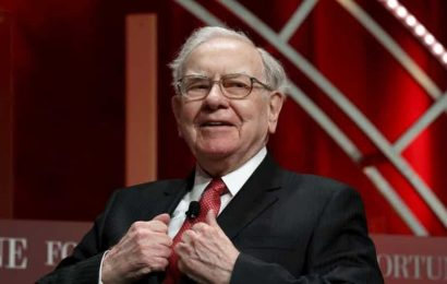 'Nothing can stop America': Warren Buffett says US can withstand Covid-19