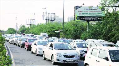State says yes, district says no: Chaos at Noida border