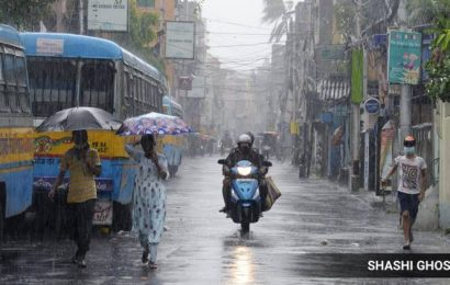 Nor'wester kills two,  south Bengal likely to receive more rainfall