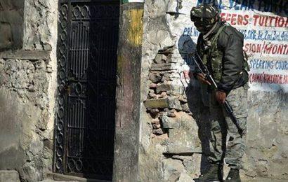 Srinagar: Boy injured in house collapse after encounter dies