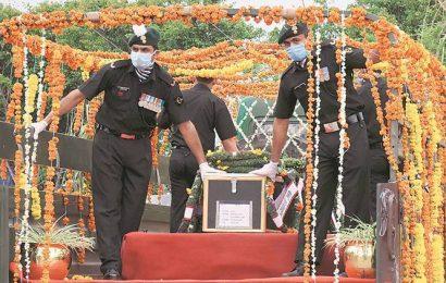 Fresh encounter in Handwara, three CRPF men killed in militant firing