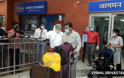 Mumbai: 572 passengers from London and Singapore return