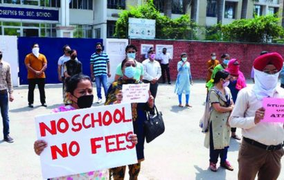 Chandigarh: Parents of five private schools protest against fee hike