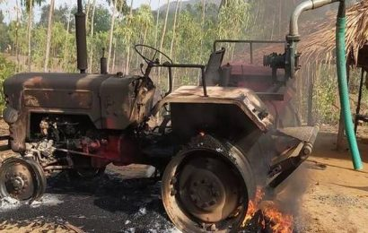 'Maoists' set fire to road construction machinery