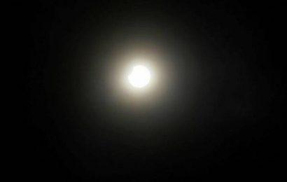 Residents witness solar eclipse in Salem