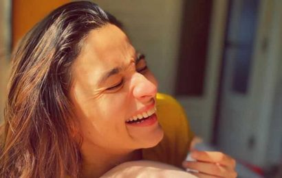 Alia Bhatt shares sun-kissed pic, thanks Anushka Sharma 'for inspiring me to go on sunlight hunt in my house', see it here
