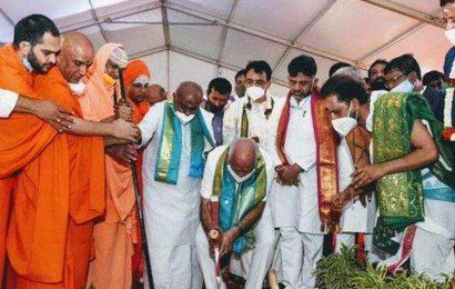 Yediyurappa joined by Shivakumar, Deve Gowda at Kempegowda statue ceremony