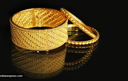 Jewellers expect dull biz in FY21 amid COVID-19, geopolitical tension