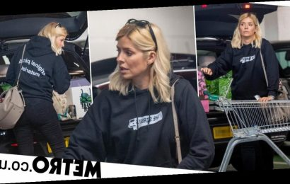 Holly Willoughby supports pal Mike Skinner as she rocks The Streets hoodie
