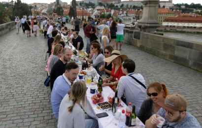 Prague celebrates end of COVID-lockdown with huge dinner party!