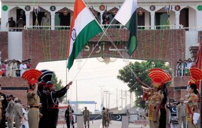 143 Pakistani officials with families return home via Wagah
