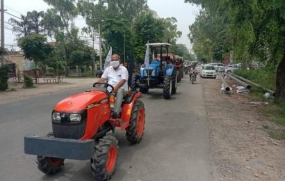 """Farmers stage """"tractor protest"""" in Punjab, Haryana against agriculture Ordinances, fuel rise"""
