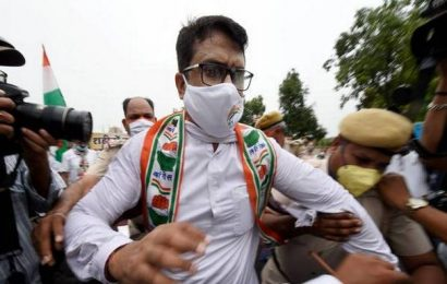 Cong leaders detained by police while trying to march towards LG office