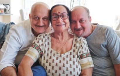 Anupam Kher says his mother is now 'healthy', will be quarantined at home