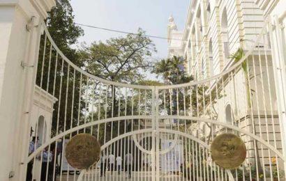 SFI holds protest rallies against MHRD advisory on university exams