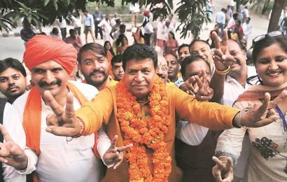Gian Chand Gupta meets MC officials, threatens to cancel licenses of contractors