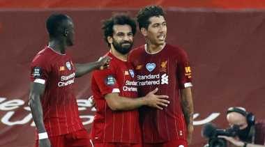Mohamed Salah keeps Liverpool on track for points record, City thrash Newcastle
