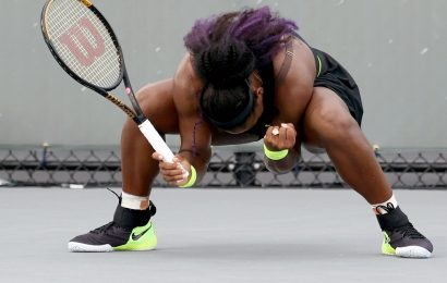 Sister Act: Serena beats Venus to reach quarters