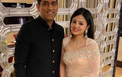 Sakshi pens emotional note for Dhoni