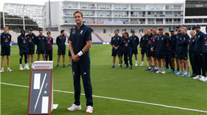 Stuart Broad given silver stump for taking 500 Test wickets