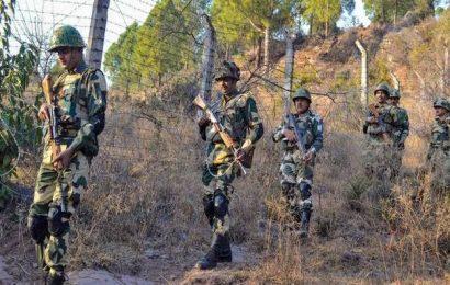 Pakistani troops fire at border posts along LoC