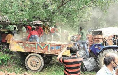 Bengal BJP delegation meets Governor, seeks probe into vandalism at Visva-Bharati
