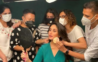 Kareena Kapoor is glowing in green as she get ready for  another photoshoot at home. See pic