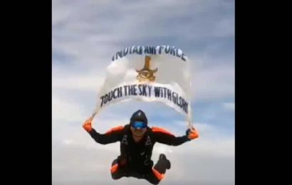 Indian Air Force tweets video of 'Akashganga' skydiving team, it's amazing. Seen the clip yet?