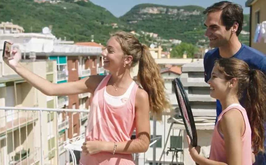 Roger Federer surprises fans who went viral after playing tennis across rooftops in Italy