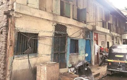 Vacant building comes down on residential building in Mumbai, seven people rescued