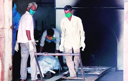 Undertakers at Vadodara crematorium ask: Where are the PPE kits for us?