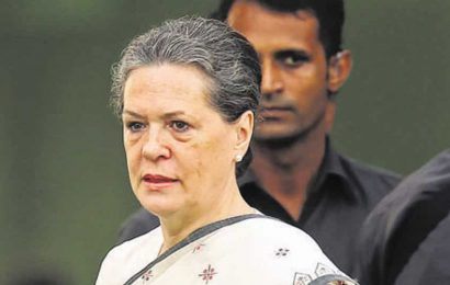 Hooda, Moily happy as Sonia agrees to lead Congress