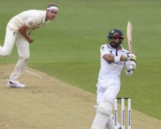 Mohammad Rizwan shines on a gloomy day as Pakistan frustrate England