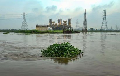 Delhi: Water level rises in Yamuna river following rains over past several days